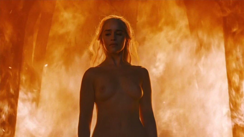 El Chifonier Todo Sobre El Desnudo De Emilia Clarke En El Cuarto