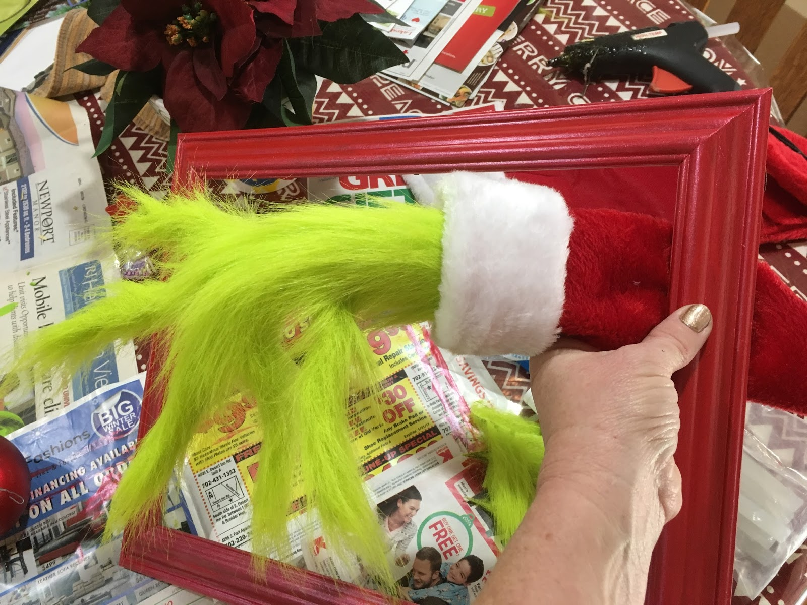 HollysHome Family Life: Make a Grinch Hand to add to your