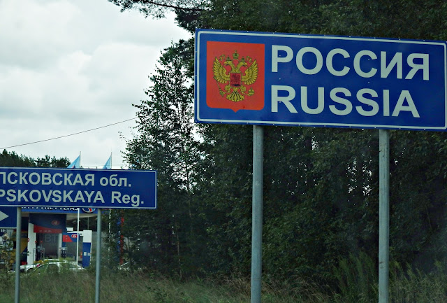 Tablica informująca o przekroczeniu granicy estońsko-rosyjskiej (Koidula/Kuniczina Gora),