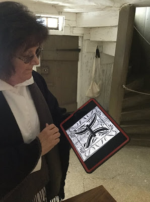 Ephrata volunteer uses iPad to show graphics