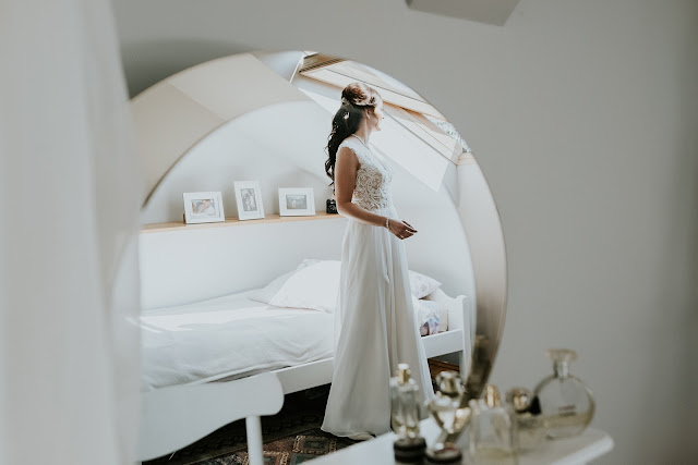 Przedślubne przygotowania Panny Młodej.  Moose Wedding Fotografia