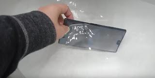 Cara Mengatasi HP Kemasukan Air Supaya Bisa Hidup Kembali dengan Normal