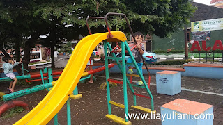Menemani aktivitas outdoor anak