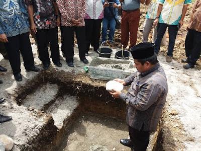 Wabup Suhatri Bur,  Letakan Batu Pertama Pembangunan Kantor Walinagari Gadur