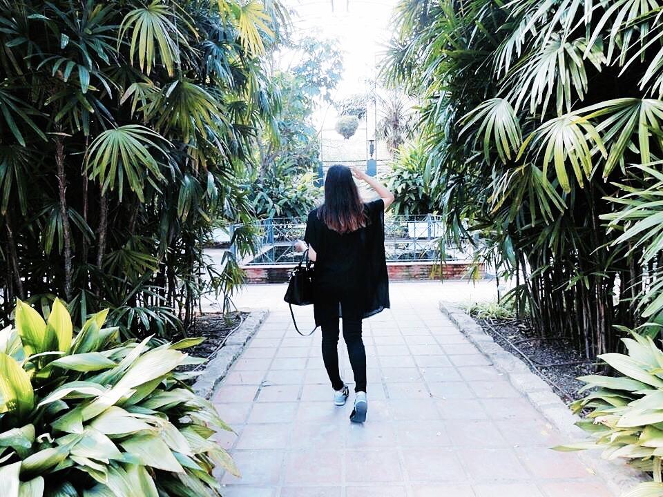 girl garden valencia spain