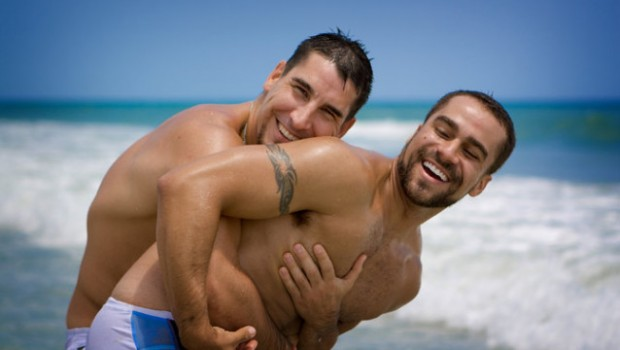 Αυτή είναι η λίστα των ΕΠΩΝΥΜΩΝ ΕΛΛΗΝΩΝ GAY που κάνει τον γύρο του διαδικτύου !!!
