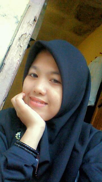 Ires Yunita Seorang Wanita Muslimah Behijab Sedang Mencari Jodoh Pasangan Pria Untuk Dijadikan Sebagai Calon Suami