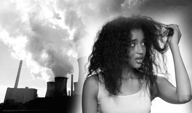 ajri i ndotur dhe flokët e një vajze