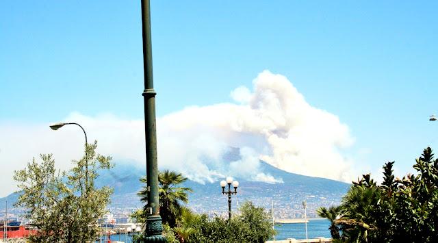 vegetazione, cielo, fumo, incendio, Vesuvio, montagna
