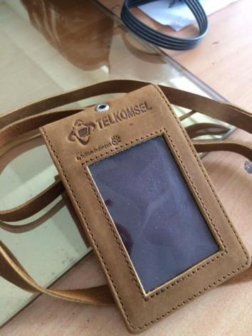 tali lanyard kulit dan card holder telkomsel
