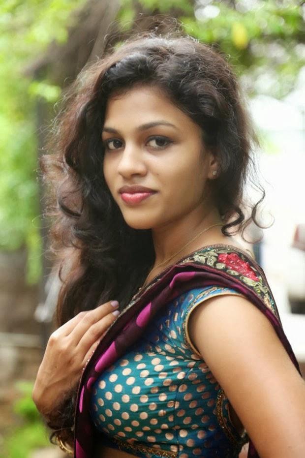 Special For All Kerala Mallu Aunty Chaitra Exposing Hot -5127