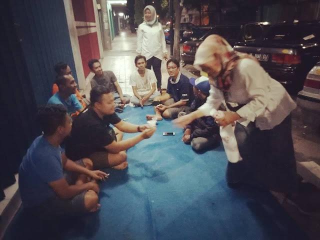 Partai Emak-Emak Rela Malam-malam Keliling Kampung Cari Dukungan untuk Prabowo - Sandi