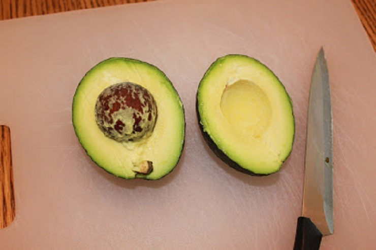 how to pit avocado with a knife
