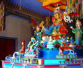 Estátua no Templo Budista de Três Coroas
