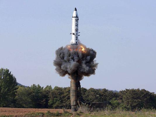 A Coreia do Norte vem intensificando seus testes de mísseis, aparentemente tentando desenvolver um míssil capaz de chegar aos Estados Unidos