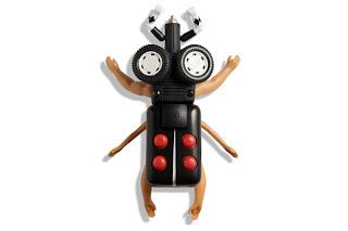 Insectos hechos con partes de juguetes