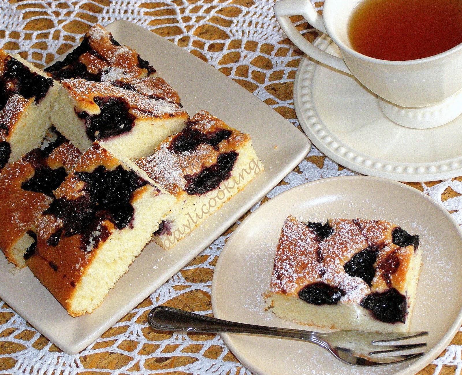 sprawdzony przepis na ciasto jogurtowe, proste ciasto z owocami, daylicooking