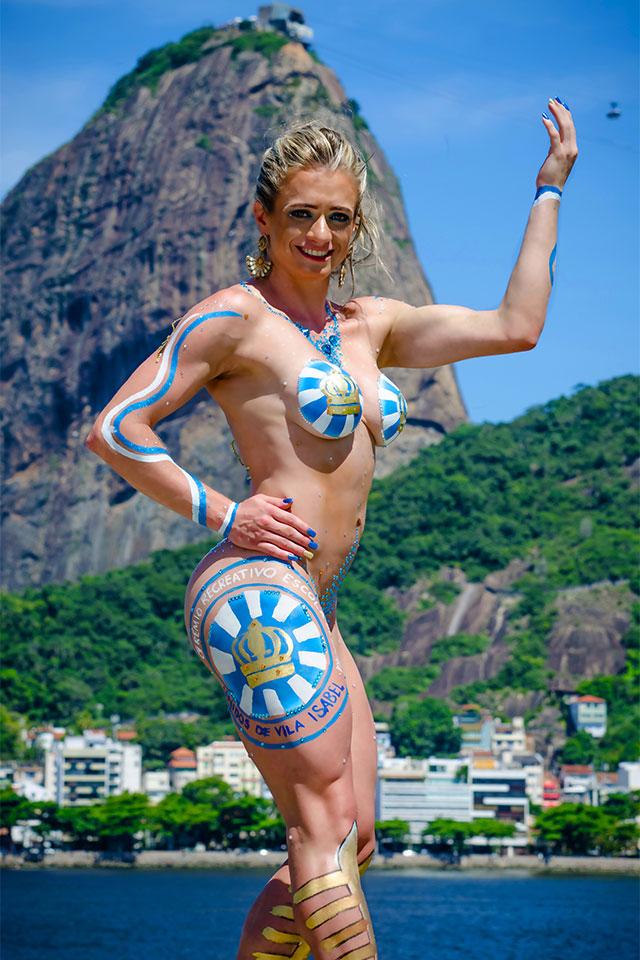 Atleta Wellness Katiuska Glesse posa para ensaio em frente ao Pão de Açúcar. Foto: Marcelo Magalhães