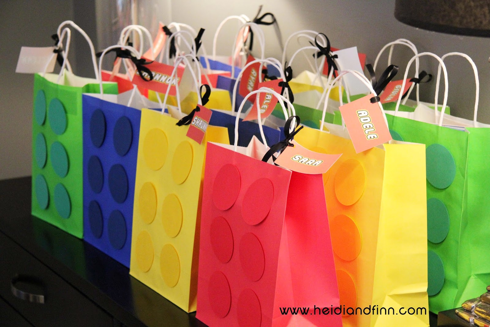 Heidiandfinn Modern Wears For Kids Lego Party Birthday Ideas Decorations And Free Printables