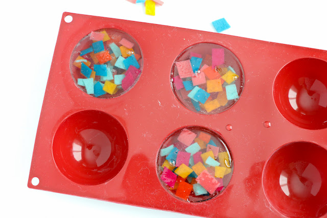 DIY Exfoliating Felt Confetti Soap - Use Melt and Pour Soap to create your own colorful funfetti soap. Perfect craft project for kids, teens, and adults.
