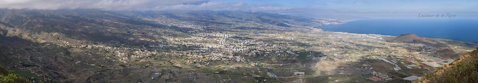 Panorámica del Valle de Güímar tomada desde la Ladera del mismo nombre y que abarca desde la cumbre hasta el mar.