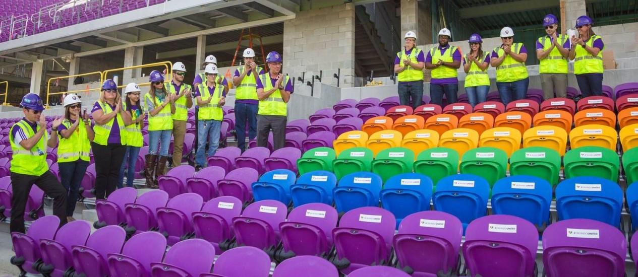 Estádio do Orlando City faz homenagem as vítimas de atentado em boate LGBT