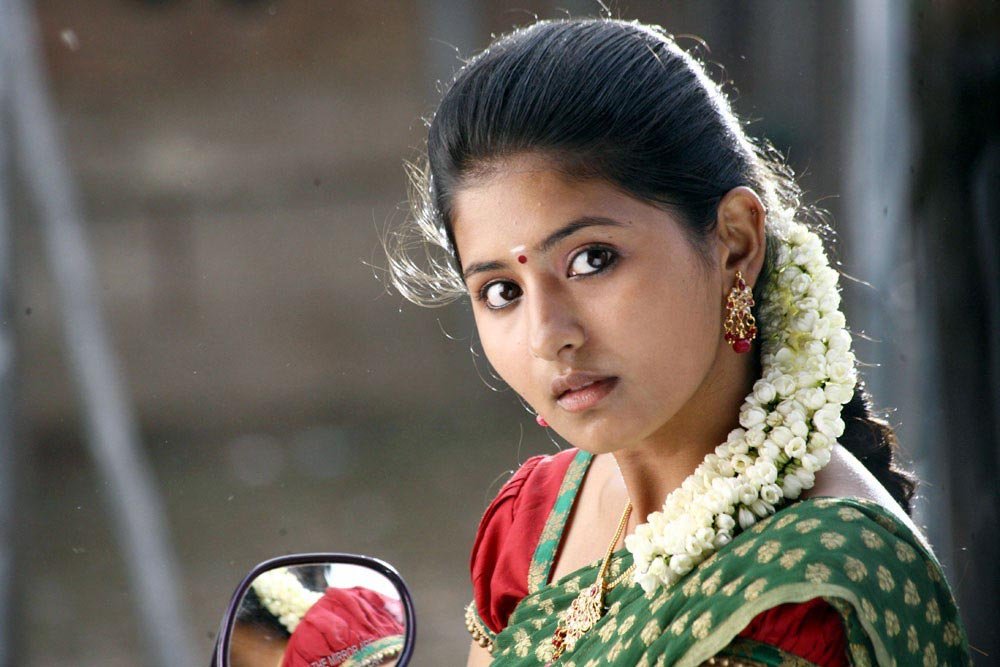 Hot Girls Of World: Reshmi Menon Cute Photos In Theneer