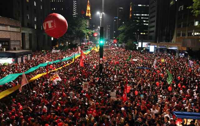 Frente levou milhares de pessoas às ruas em defesa da democracia