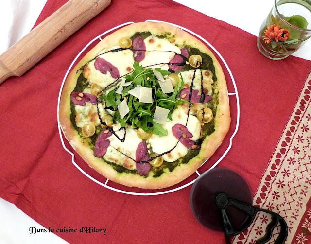 Pizza au pesto et magret de canard fumé
