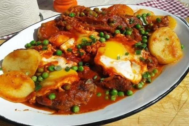 Bifes a la criolla con huevo