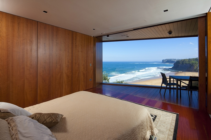 Bedroom of The Serpentine Home by Turner Architects