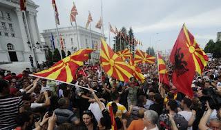 Σκόπια: Η Αλβανική γλώσσα επίσημη, την ώρα που η αντιπολίτευση διασπάται!