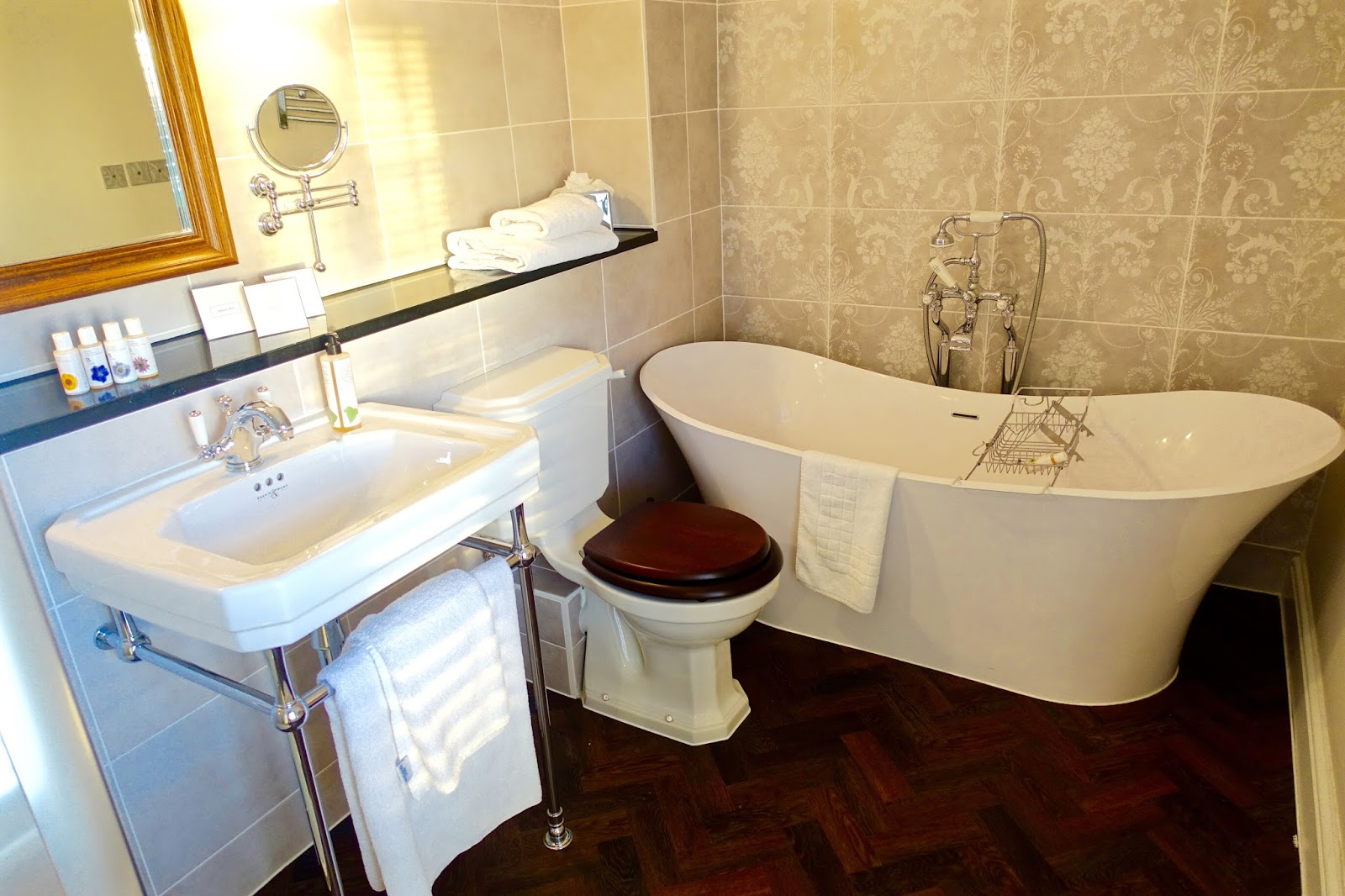 tewksbury park suite bathroom