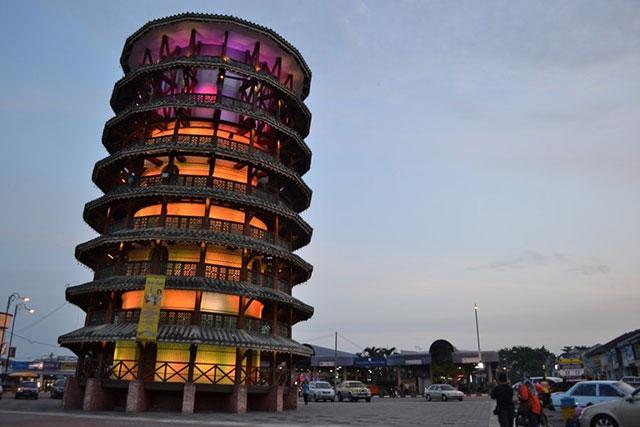 Menara Miring Teluk Intan