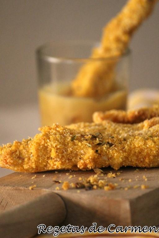 Tiras de pollo crujiente con salsa de mostaza y miel