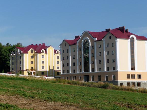 Банчени. Свято-Вознесенський монастир. Реабілітаційний центр для дітей-інвалідів