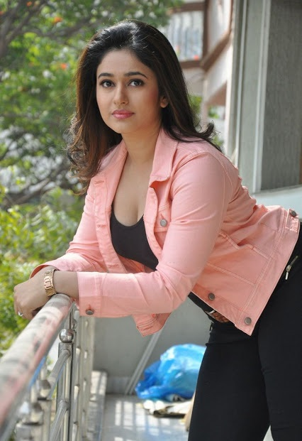 Poonam Bajwa, Poonam Bajwa HOT HD photos download, Poonam Bajwa HD wallpaper download, actress Poonam Bajwa new pic