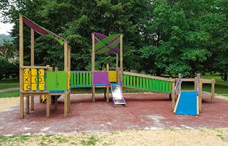 juegos-infantiles-inclusivos-con-rampa-y-plataforma-para-silla-de-ruedas
