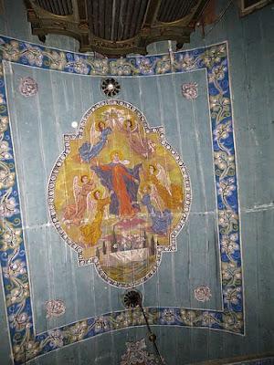 Motyw namalowany na stropie