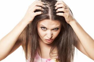 15 Cara Mengurangi Ketombe di kulit kepala Secara Gampang