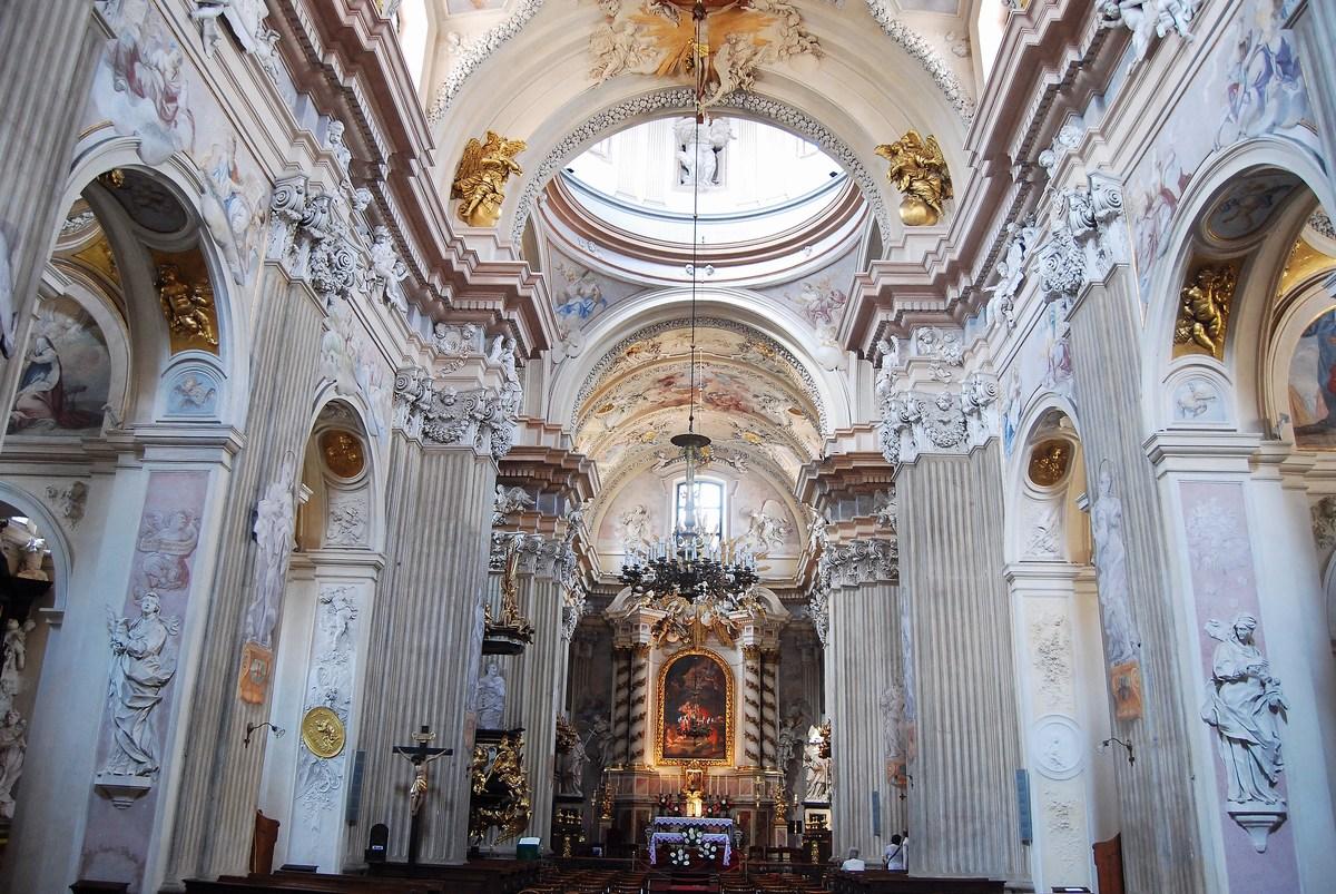 nef de l'église Sainte-Anne Cracovie