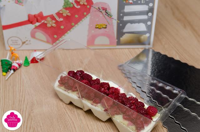 Bûche au chocolat blanc, génoise pistache et framboises