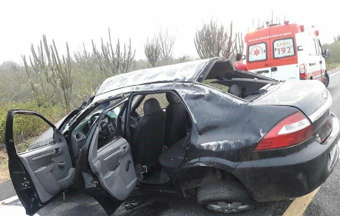 Veículo capota na BR 104, em Barra de Santa Rosa, e jovem morre no local