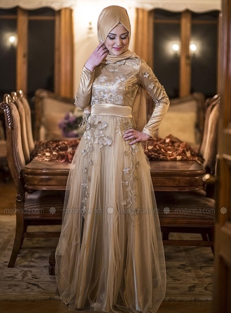 25+ Model Baju Muslim untuk Pesta Terbaru 2018 30d6c0cca9