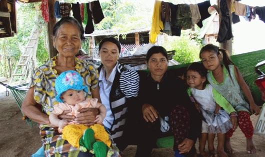 Gia Lai: Người phụ nữ không chồng nuôi gần 20 đứa trẻ mồ côi