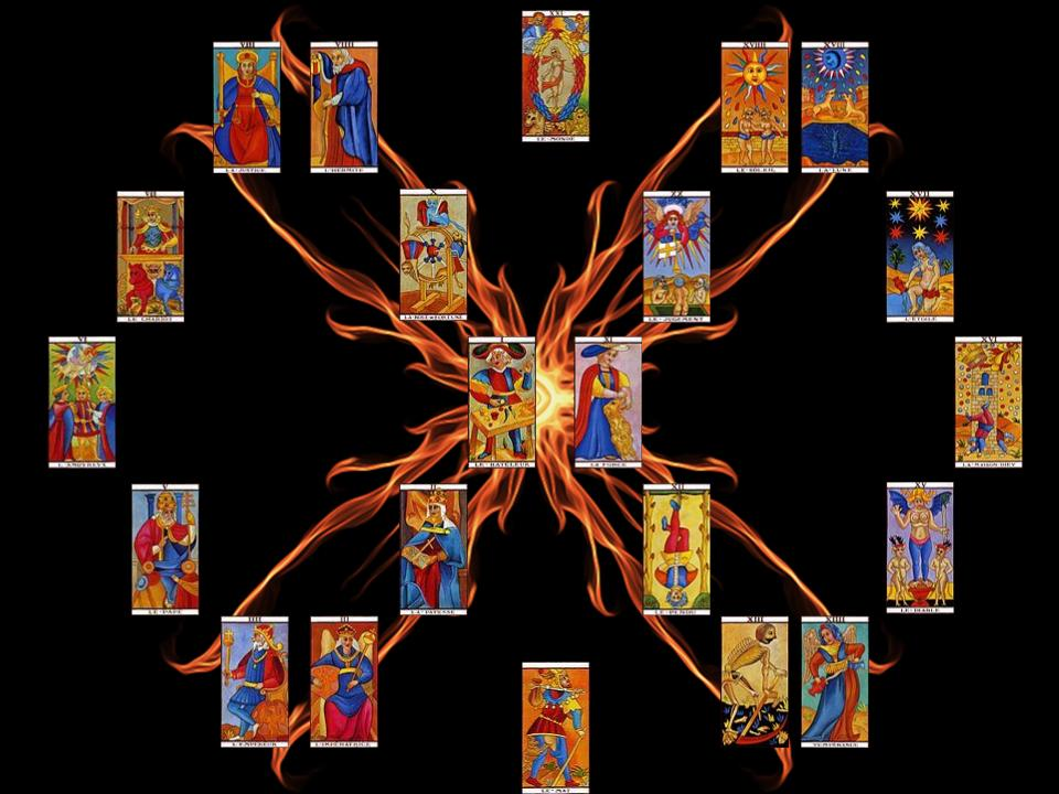 On peut dessiner un mandala avec les cartes du tarot marseillais