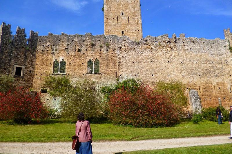 Ruinas medievais no Jardim de Ninfa