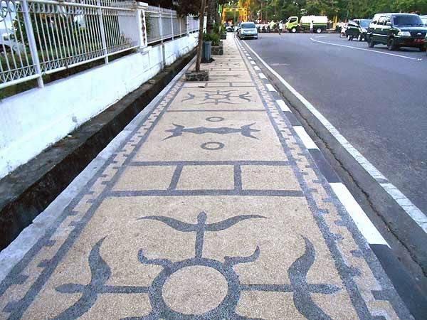 lambang kakehan di trotoar Jl. Pattimura