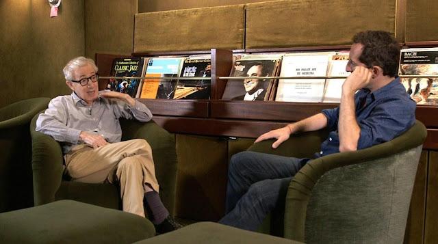 Woody Allen donne quelques conseils de stand-up à Gad Elmaleh dans 10 minutes in America, réalisé par ce dernier (2014)
