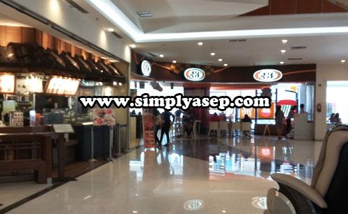 SUDUT :  Restaurant A&W hanya ada satu satunya di kota Pontianak yaitu Ahmad Yani Mega Mall terletak di jalan Ahmad Yani Pontianak. Foto Asep Haryono